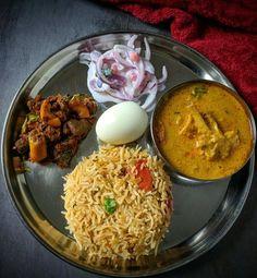 Kuska biryani with chicken kuzhambu, Mutton Varuval & raita Lunch Box Recipes, Lunch Snacks, Side Dish Recipes, Lunches, Indian Food Recipes, Vegetarian Recipes, Cooking Recipes, Food Blogs, Food Videos