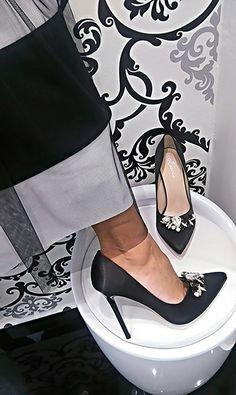 Topánky pôsobiace ako šperk