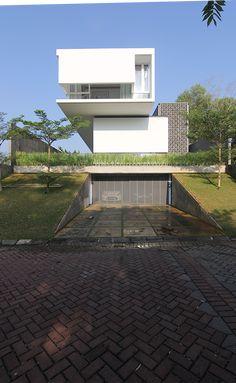 MW House | Andramatin