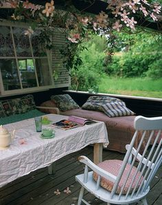cosy and shabby chic porch