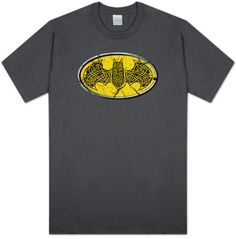 Batman - Celtic Shield T-Shirt Batman Love, Baby Batman, Batman Shirt, Batman Stuff, Superman, Celtic Shield, Nananana Batman, Symbol Design, Cool Posters