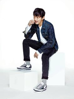 Woo~hoo! This is one of the best commercial films I've seen from Sik! Having released Yoo Ah In's pictorial for the 2016 Classic Aztec last week, Reebok launched the first commercial fi…