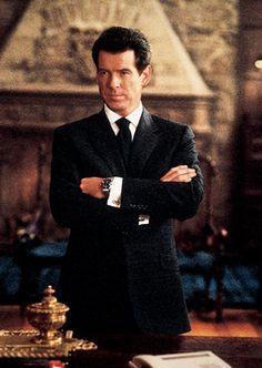 Pierce Brosnan as James Bond wearing a Brioni tuxedo.