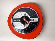 superbe horloge vintage vedette transistor rouge formica laiton model rare horloges. Black Bedroom Furniture Sets. Home Design Ideas