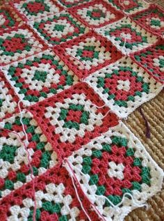 44 Best Ideas for crochet christmas tree granny square - Granny Christmas Crochet Blanket, Crochet Christmas Trees, Christmas Crochet Patterns, Crotchet Patterns, Holiday Crochet, Crochet Stitches Patterns, Christmas Knitting, Baby Blanket Crochet, Motifs Granny Square
