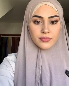 Hijab Turban Style, Mode Turban, Hijab Outfit, Simple Hijab Tutorial, Hijab Style Tutorial, Turkish Hijab Tutorial, Hair Wrap Scarf, Hair Scarf Styles, Modern Hijab Fashion