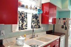 Love the rod above the sink for storage