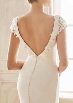 Flowing Wedding Dresses, Wedding Dress With Veil, Weeding Dress, Top Wedding Dresses, Event Dresses, Bridal Dresses, Wedding Gowns, Fashion Books, The Dress
