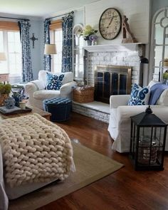 Looking for for ideas for farmhouse living room? Check out the post right here for cool farmhouse living room inspiration. This farmhouse living room ideas seems to be completely superb. Fall Living Room, Coastal Living Rooms, Home And Living, Small Living, Cottage Living, French Country Bedrooms, French Country Living Room, Southern Living, Interior Modern
