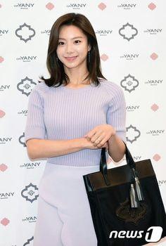 Senyuman Park Soo Jin Park Soo Jin, Korean, Hairstyle, Pictures, Castle, Tops, Fashion, Hair Job, Photos