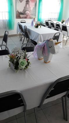 Centro de mesa piñata unicornio