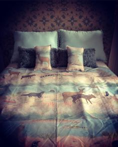 Una cama faunaquerizada (como diría @elianadamp ). Increíble el trabajo de #artesanosdesueños #masamoranimal