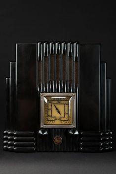 "AWA Fisk Radiolette ""Empire State"" Radio in Black Bakelite"