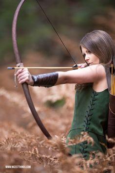 Waldelfen-Themenshooting (Bogenschützin-Katniss-Everdeen-inspired)