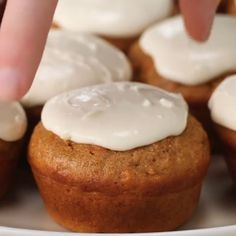 The Carrot Cake Cupcakes Are A Healthier Way To Eat Your Cake - cake recipes Healthy Carrot Muffins, Healthy Cake, Healthy Sweets, Healthy Dessert Recipes, Healthy Baking, Delicious Desserts, Cake Recipes, Healthy Cupcakes, Paleo Carrot Cake