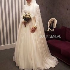 Butik enkal Haute Couture 2019 G nl n z n enlendi i y l olsun Randevu ve bilgi i in irtibat 0537 573 9448 0212 635 Wedding Abaya, Muslimah Wedding Dress, Muslim Wedding Dresses, Muslim Brides, Wedding Dress Trends, Wedding Dress Sleeves, Muslim Dress, Bridal Dresses, Wedding Gowns