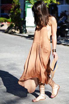 Perfect Zara long dress with pockets silk camel. - Bohemian, Boho Chic And Hippie Fashion Gypsy Style, Bohemian Style, My Style, Boho Chic, Fashion Week, Boho Fashion, Womens Fashion, Style Fashion, Style Nomade