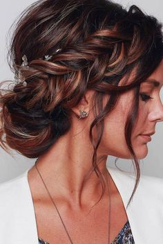 wedding hairstyles 2019 elegant royal bun with side braid and loose curls blushandmane We have collected wedding ideas based on the wedding fashion week. Look through our gallery of wedding hairstyles 2019 to be in trend! Wedding Hairstyles For Long Hair, Wedding Hair And Makeup, Hairstyle Wedding, Bridal Hairstyles, Elegant Hairstyles, Wedding Nails, Long Bridal Hair, School Hairstyles, Long Hair Styles