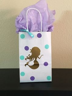 Ideas de dulceros de la sirenita para fiestas infantiles, crea divertidos diseños de bolsas para aguinaldos, a las pequeñas les fascinara.