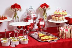 What a gorgeous spread at this Christmas party! Christmas Entertaining, Christmas Party Food, Christmas Brunch, Holiday Parties, Christmas Decorations, Holiday Time, Christmas Open House, Christmas 2017, All Things Christmas