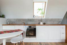 . Keuken model Oslo  Kunststof deuren, vele kleuren leverbaar, massief houten blad en zijwand  #interieur & #keukens