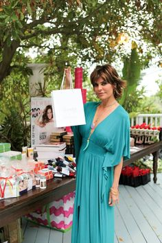 Lisa Rinna and her ElevenSkin gift bag! Advanced Skin Care, Lisa Rinna, Organic Skin Care, Natural Skin, Your Skin, Haircuts, Fan, Pure Products, Club