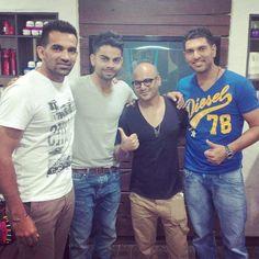 A rare pic of @imVkohli with @YUVSTRONG12 @ImZaheer & Aalim Hakim at Mumbai  pic.twitter.com/J8ghdQKjn8