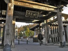 Sanmon (gate) of the Myohonji Temple, Kamakura.