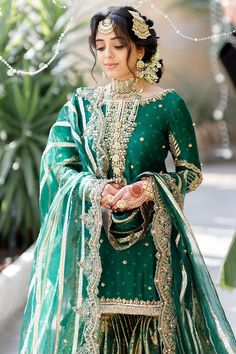 Pakistani Fashion Casual, Pakistani Wedding Outfits, Pakistani Bridal Dresses, Pakistani Dress Design, Bridal Outfits, Indian Fashion, Pakistani Suits, Wedding Attire, Wedding Dresses