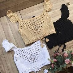 Fabulous Crochet a Little Black Crochet Dress Ideas. Georgeous Crochet a Little Black Crochet Dress Ideas. Pull Crochet, Mode Crochet, Crochet Shirt, Crochet Lace, Bolero Crochet, Patron Crochet, Motif Bikini, Crochet Bikini Top, Crochet Designs