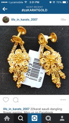 😍 Gold Earrings Designs, Gold Jewellery Design, Gold Jewelry, Jewelery, Khadi Saree, Ear Rings, Gold Bangles, Designer Earrings, Indian Jewelry