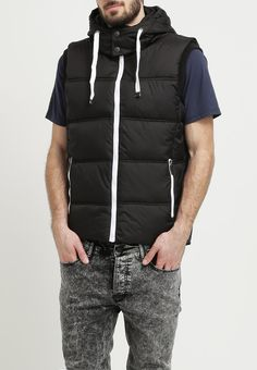 Coole schwarze Weste von Tom Tailor Denim. Die Weste ist super für einen modischen Alltagslook. - ab 79,95 €