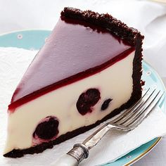 Rich, creamy and utterly indulgent, enjoy a big slice of this black forest cheesecake. Stuffed with juicy cherries and complete with a beautiful chocolate crust, it is perfect for a sweet dessert. Köstliche Desserts, Delicious Desserts, Dessert Recipes, Best Cheesecake, Cheesecake Recipes, Black Forest Cheesecake, Let Them Eat Cake, Yummy Cakes, Cupcake Cakes