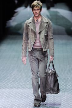 Gucci - Fall 2011 Menswear - Look 3 of 45?url=http://www.style.com/slideshows/fashion-shows/fall-2011-menswear/gucci/collection/3