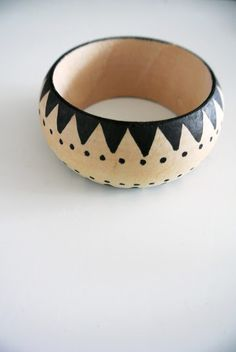 Little Helsinki: DIY. This is a gorgeous painted wooden bracelet and the only limit in design is your imagination.