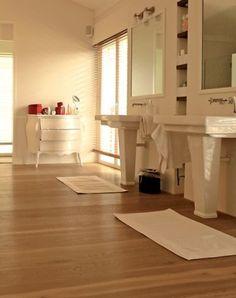 Holzboden im Badezimmer: ein gutes Gefühl unter den Füßen