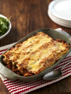 Discover Sophie Gray's top recipes cooking tips from Food, the go-to magazine for everyday Kiwi foodie. Mexican Food Recipes, Dinner Recipes, Ethnic Recipes, Dinner Ideas, Easy Enchilada Recipe, Chicken Recipes, Chicken Meals, Recipe Chicken, Chicken Enchiladas