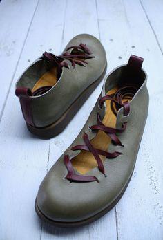 Egitânos leather shoes. €130,00, via Etsy.
