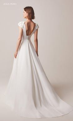 The FashionBrides is the largest online directory dedicated to bridal designers and wedding gowns. Find the gown you always dreamed for a fairy tale wedding. Mermaid Wedding Dress With Sleeves, Blue Wedding Dresses, Gorgeous Wedding Dress, Bridal Dresses, Wedding Gowns, Boho Wedding, Iconic Dresses, Vestidos Vintage, Marie