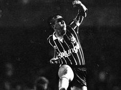 campeonato-brasileiro-1990---sao-paulo-1-x-1-corinthians-o-meia-neto-comemora-o-gol-do-corinthians