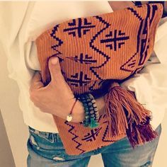 Casual Friday! #fashion #streetstyle #lookoftheday #clutch#tatianakamle #handmade #wayuu #bohemian #bohochic#hippiechic #style #handbag #pictureoftheday