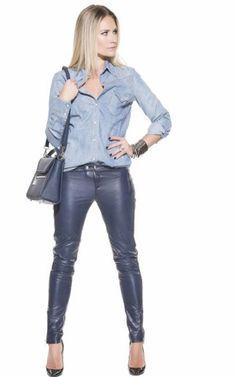 Wacht met smart op deze gave leren broek van Nikki Plessen. Mooi! #leatherpants #blue