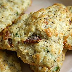 Peppery Bacon and Cheddar Scones. Peppery Bacon and Cheddar Scones Muffins, Savory Scones, Breakfast Recipes, Scone Recipes, Bread Recipes, Brunch Recipes, Party Recipes, Breakfast Time, Bagels