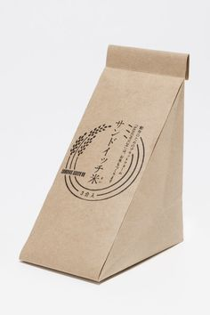 Japanese packaging for rice. It seems like sandwich at first sight. Paper Packaging, Box Packaging, Product Packaging, Fries Packaging, Pretty Packaging, Food Packaging Design, Brand Packaging, One Page Portfolio, Sandwich Box