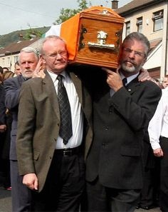 Gerry Adams and Martin Ferris with Martin McGuinness at an IRA funeral in 2008 Northern Ireland Troubles, Belfast Northern Ireland, Dublin Ireland, Ireland Map, Gerry Adams, Martin Mcguinness, Irish Republican Army, Photography Movies, Erin Go Bragh