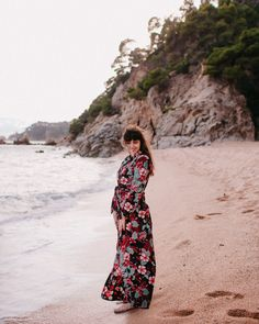 "Pretty patterned maxi dress at the beach: Getting lost for our wedding anniversary at the ""Uncharted"" beach of Lloret de Mar - The cat you and us"