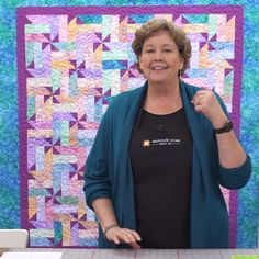 jellyroll quilts A quick and easy fence rail pattern, but with a twist! Watch as Jenny Doan transforms a classic fence rail block by snowballing the corners to create darling little p Pinwheel Quilt Pattern, Jelly Roll Quilt Patterns, Easy Quilt Patterns, Missouri Quilt Tutorials, Baby Quilt Tutorials, Spring Twists, Batik Quilts, Jellyroll Quilts, Fall Quilts