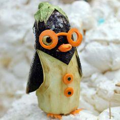 Kawaii food art and bento Fruit Sculptures, Food Sculpture, Veggie Art, Fruit And Vegetable Carving, Edible Food, Edible Art, Veggie Display, Vegetable Animals, Creative Food Art