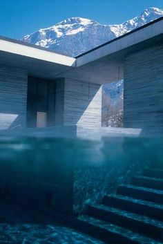 Vals / Peter Zumthor Now THIS is a spa.Swiss architect Peter Zumthor's Thermal Baths Vals in Graubünden, Switzerland (from Arch Daily)Now THIS is a spa.Swiss architect Peter Zumthor's Thermal Baths Vals in Graubünden, Switzerland (from Arch Daily) Amazing Architecture, Architecture Design, Architecture Interiors, Building Architecture, Ancient Architecture, Sustainable Architecture, Prix Pritzker, Therme Vals, Cool Pools