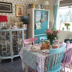 A clean house, tidy garden, wine chilling in the fridge now I'm going to take my laptop outside and crack on with some reports!! #shabbychic #shabbychichome #myvintagehome #pastels #upcycled #larder #vintage #cathkidston #orlakiely #emmabridgewater